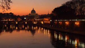 cenas en barco en roma tiber