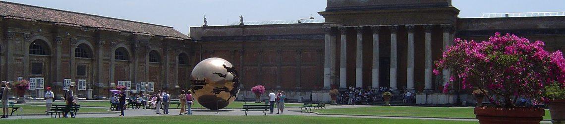 Tour Museos Vaticanos y Capilla Sixtina patio de la piña