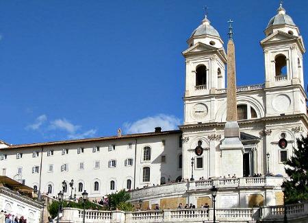 trinita Monti en Plaza de España Roma