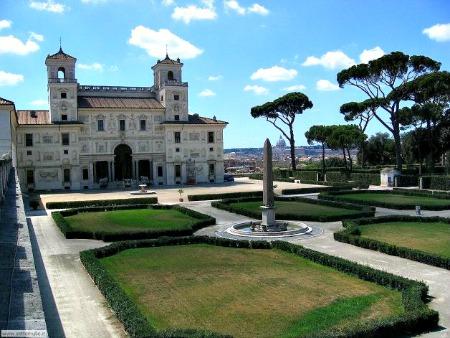 Plaza de espa a descubre la plaza con m s glamour de roma for Jardin villa medicis rome