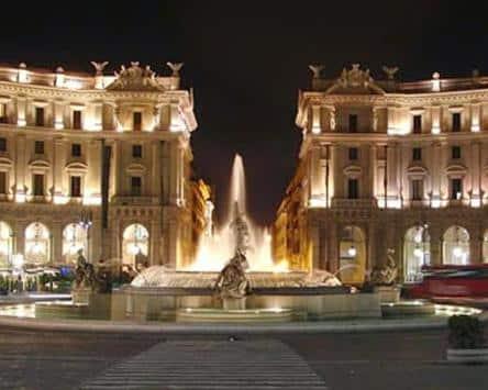 plaza de la república durante un tour de noche
