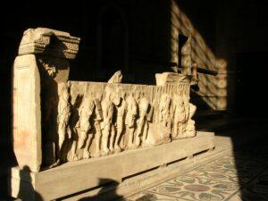 Interior de la curia romana en el Foro