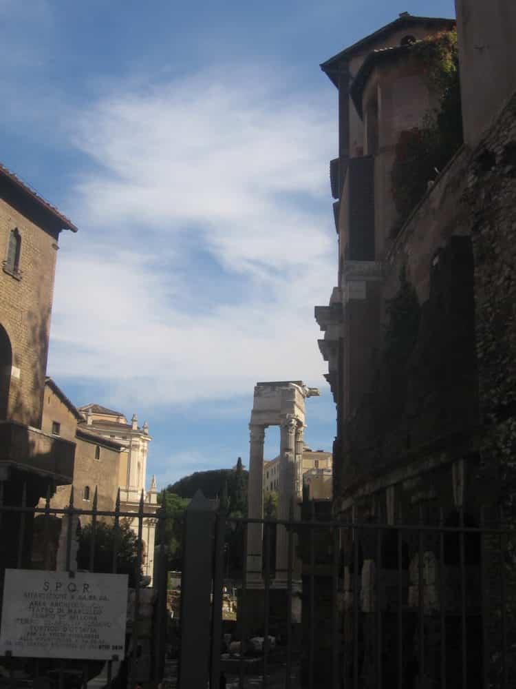Tour Barrio judío en Roma portico Ottavia
