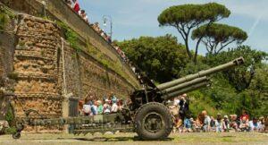 Visitar Roma con niños cañon del Gianicolo a las 12