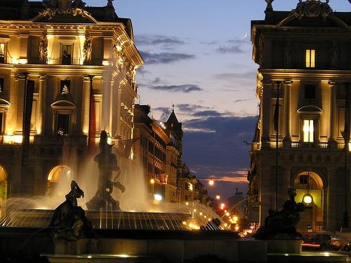 plaza repubblica roma de noche