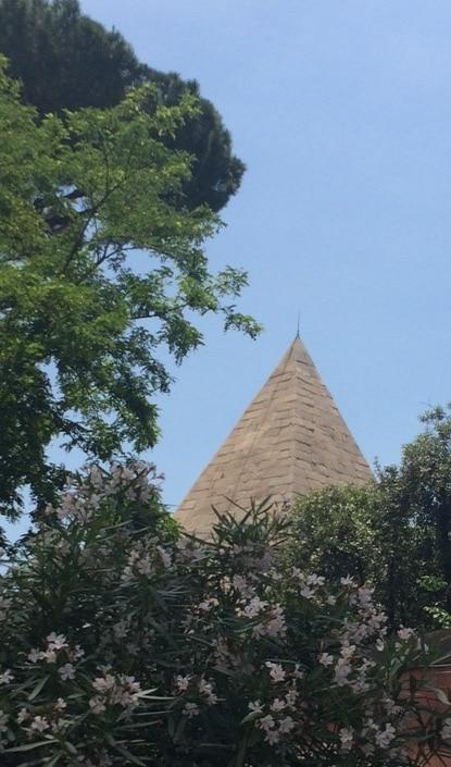 Piramide de Roma