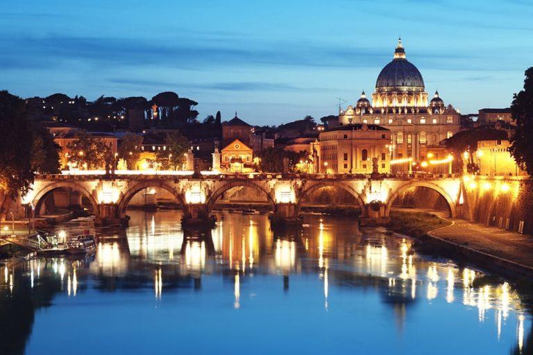 vistas del tiber y san pedro tour de noche en roma