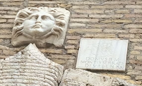 casa monserrat vicolo leoncello