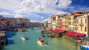 Gran Canal durante tu visita desde Roma en tren de alta velocidad a Venecia