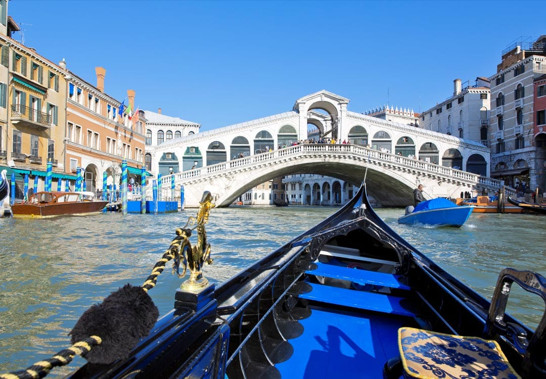 puente de Rialto durante tu visita desde Roma en tren de alta velocidad a Venecia
