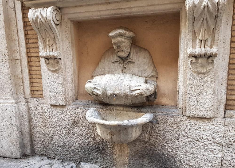 fuente facchino estatuas hablantes roma