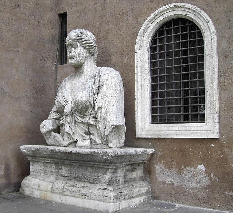 madama lucrezia estatuas hablantes roma