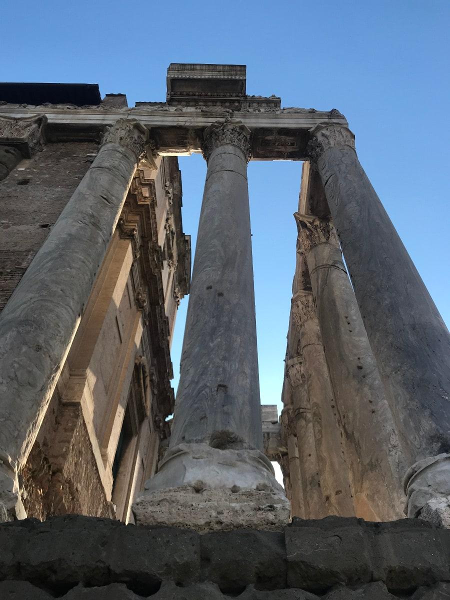 foro romano templo antonino