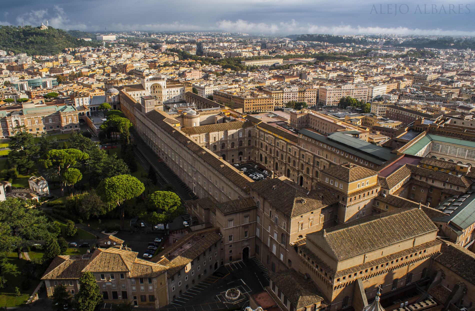 vistas del vaticano desde la cúpula de San Pedro