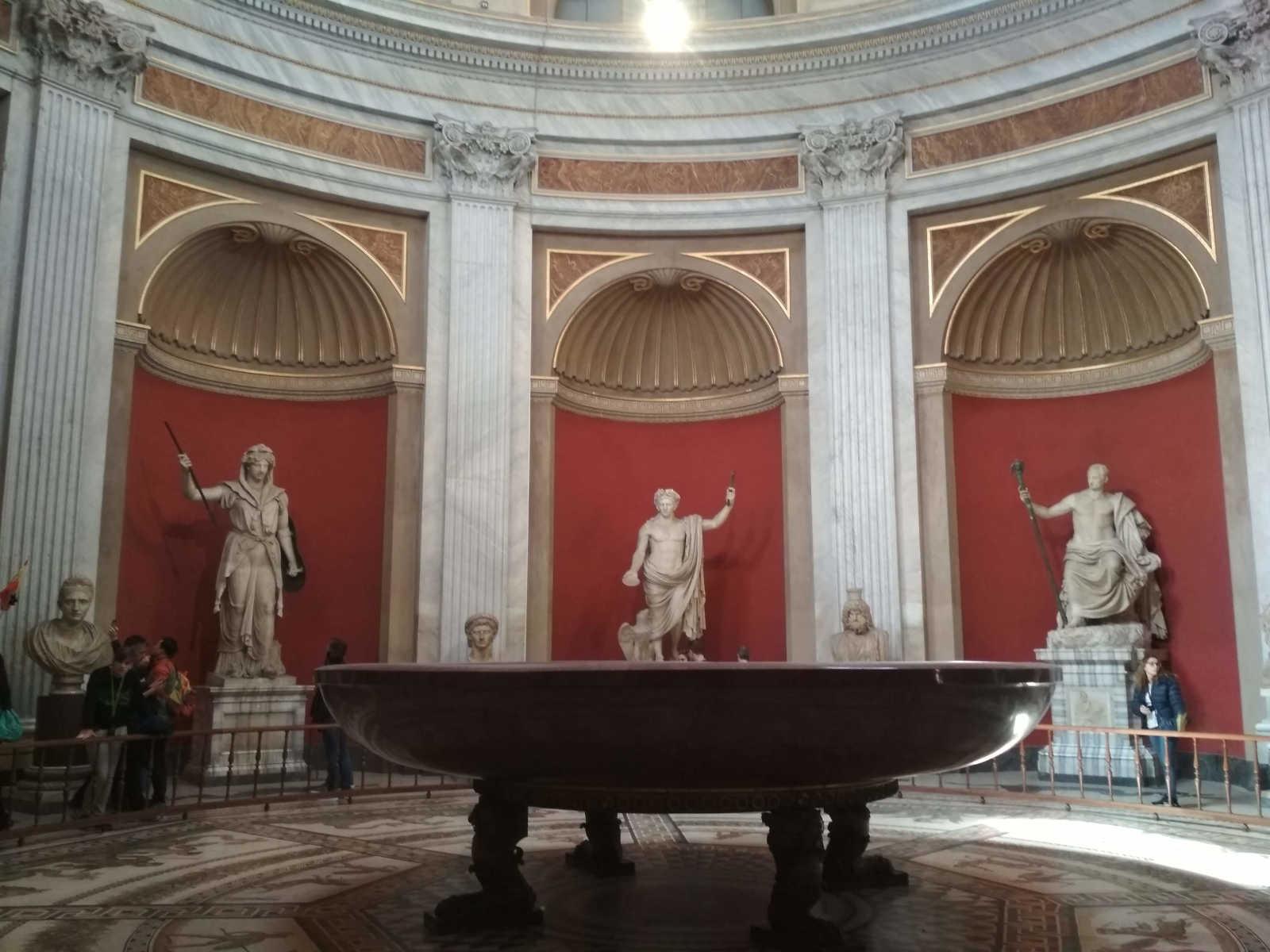 mármol en Roma sala con bañera de porfido rojo