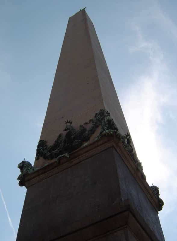 obelisco plaza san pedro