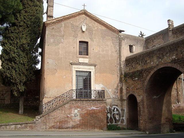 santa maria del buon aiuto en el anfiteatro castrense junto a Santa Croce in Gerusalemme