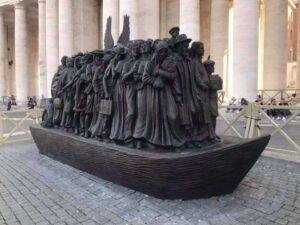 escultura plaza san pedro vaticano