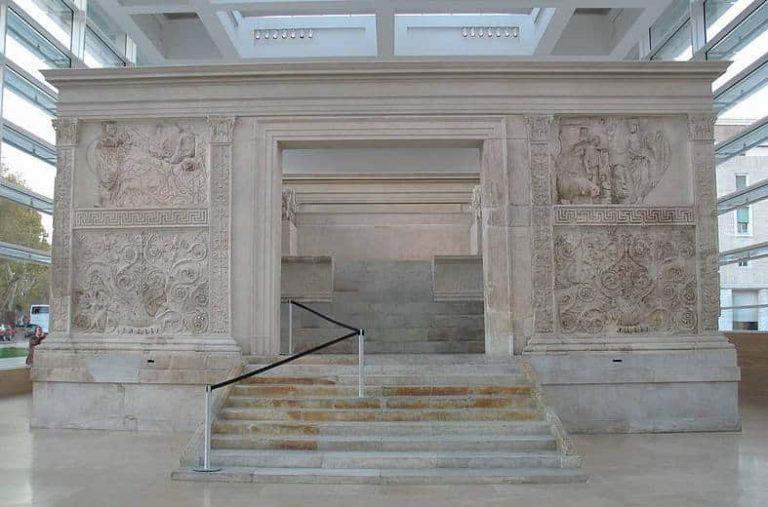 interior del Ara de la paz de Augusto