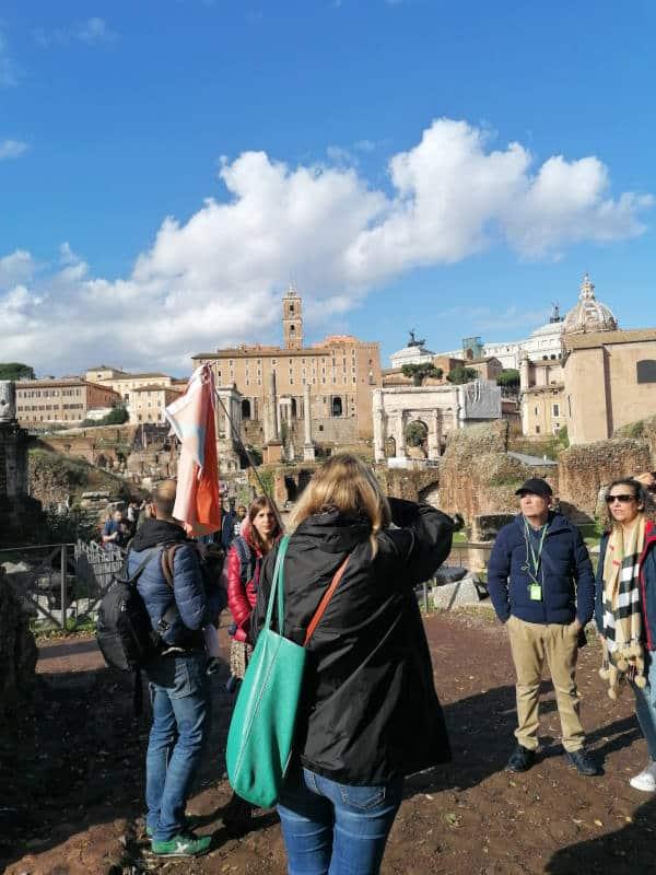 visita foro romano durante tour coliseo