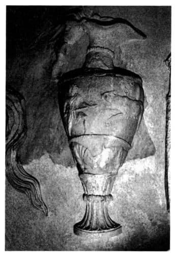luchas en el Coliseo, anfora decorada en el relieve del templo de Vespasiano