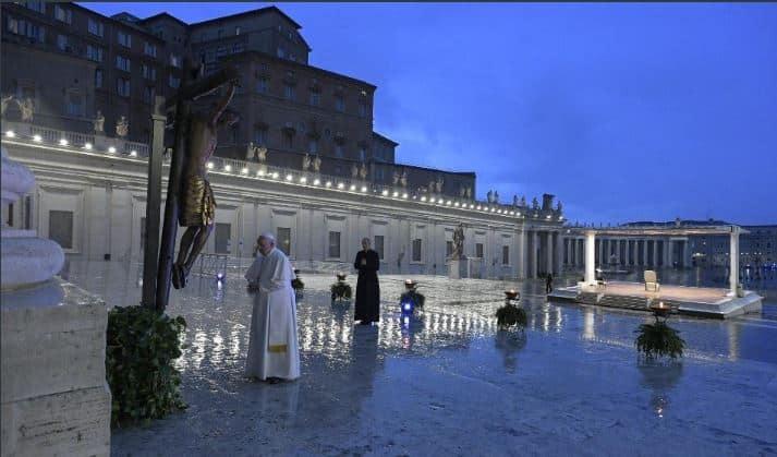 oracion papa en plaza san pedro