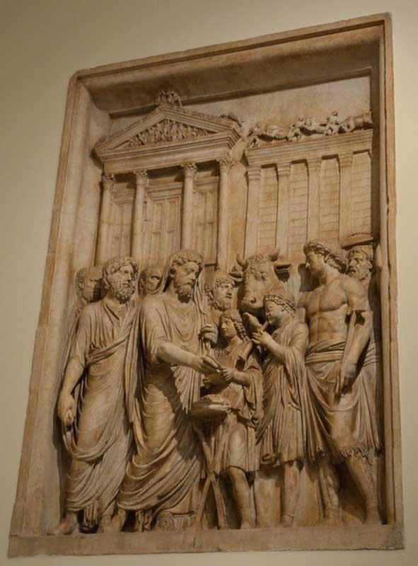 relieve museos capitolinos sacrificio a jupiter capitolino