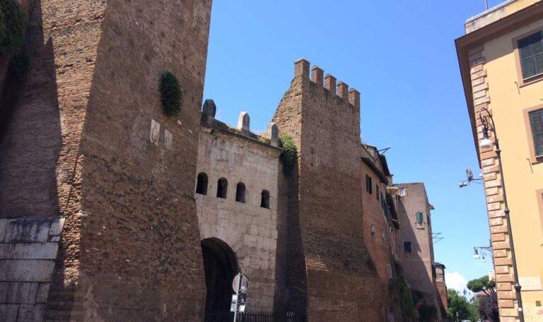 antigua puerta tiburtina murallas roma