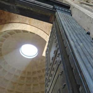 puerta de entrada y oculus