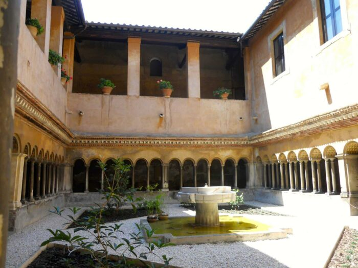 claustro cuatro santos coronados