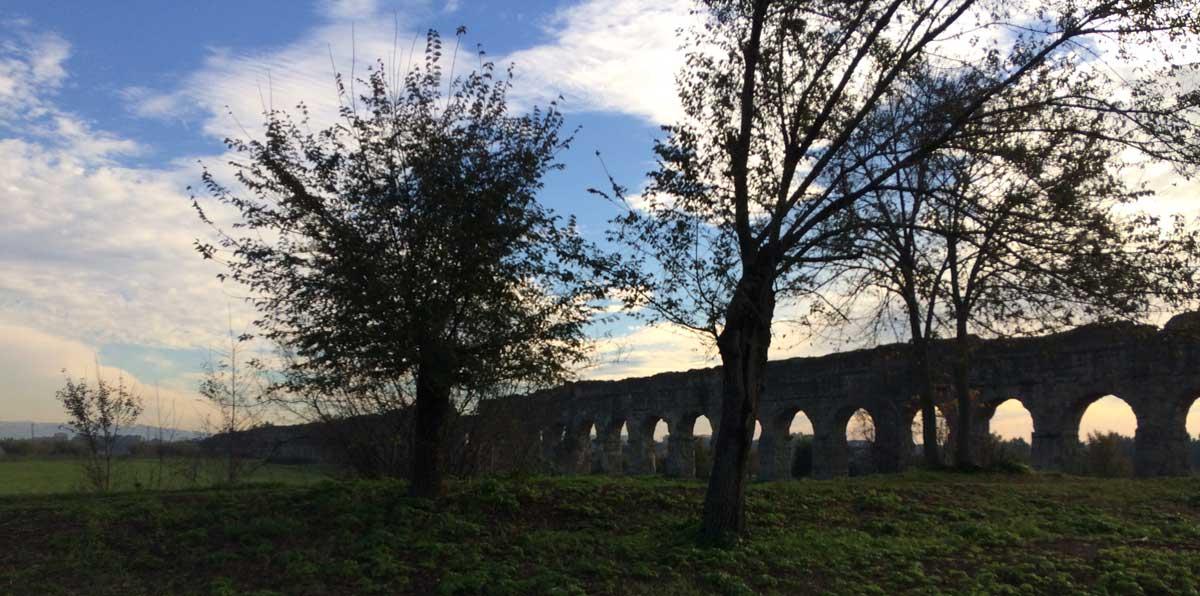 acueducto claudio visitando roma