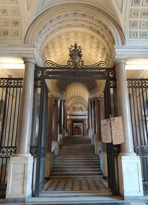 escalera simonetti museos vaticanos