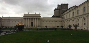 escultura pomodoro museos vaticanos