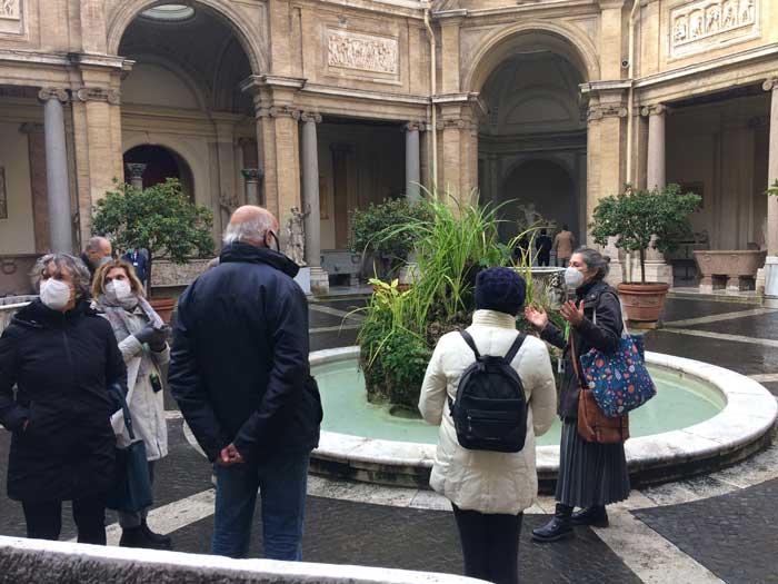 patio octagonal esculturas vaticano